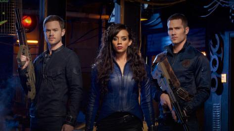 Aaaron Ashmore, Hannah John-Kamen y Luke MacFarlane.