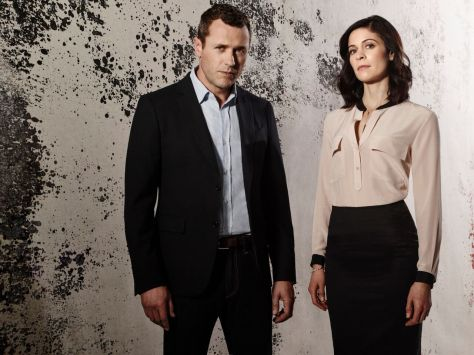 Jason O'Mara y Lauren Stamile. (Complications, USA Network).