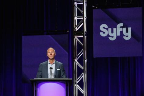 David Howe, presidente de SYFY y presentador de los paneles.