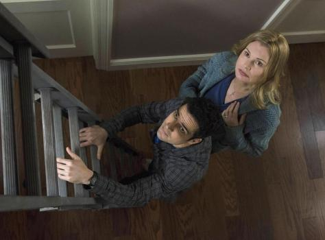 Alfonso Herrera y Geena Davis (The Exorcist - FOX).