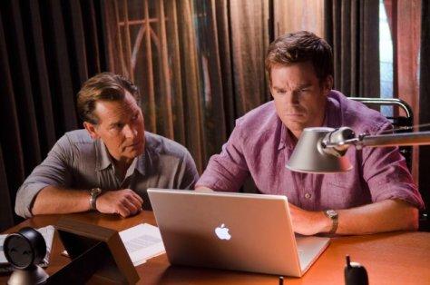 Dexter (Michael C.Hall) y Harry (James Remar).