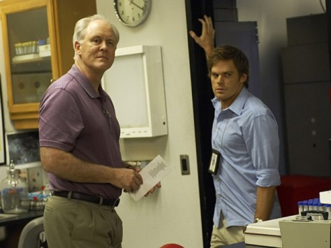 Artur Mitchell aka The Trinity Killer (John Lithgow) y Dexter (Michael C.Hall).