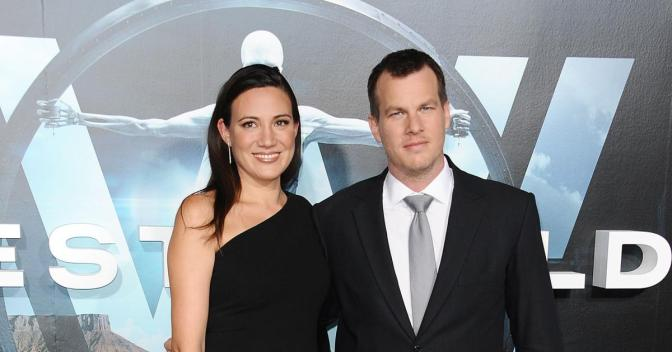JONATHAN NOLAN Y LISA JOY FICHAN POR AMAZON