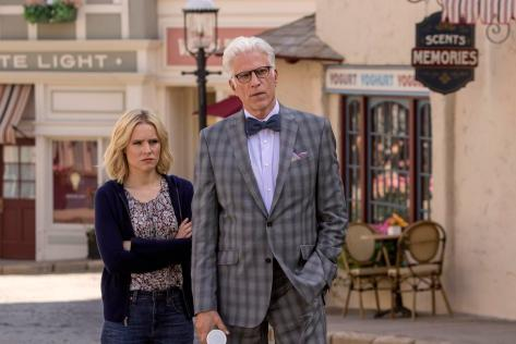 Kristen Bell y Ted Danson (The Good Place).