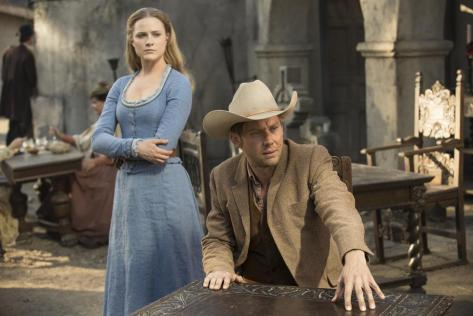 Evan Rachel Wood y Jimmi Simpson (Westworld).