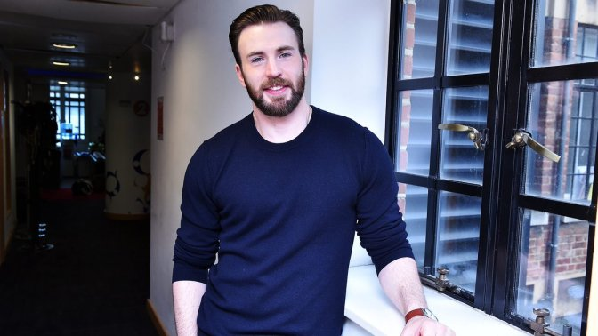 APPLE ANUNCIA NUEVA SERIE CON CHRIS EVANS