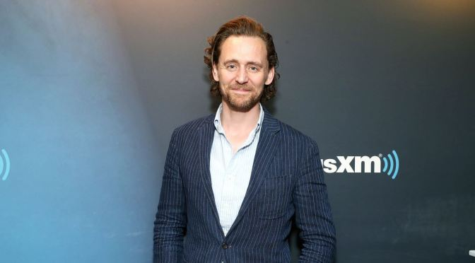 TOM HIDDLESTON TAMBIÉN FICHA POR NETFLIX